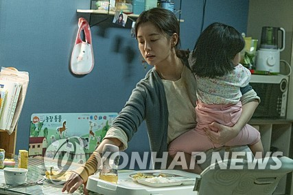 "A scene from ""Kim Ji-young, Born 1982"" by Lotte Entertainment (PHOTO NOT FOR SALE) (Yonhap)"
