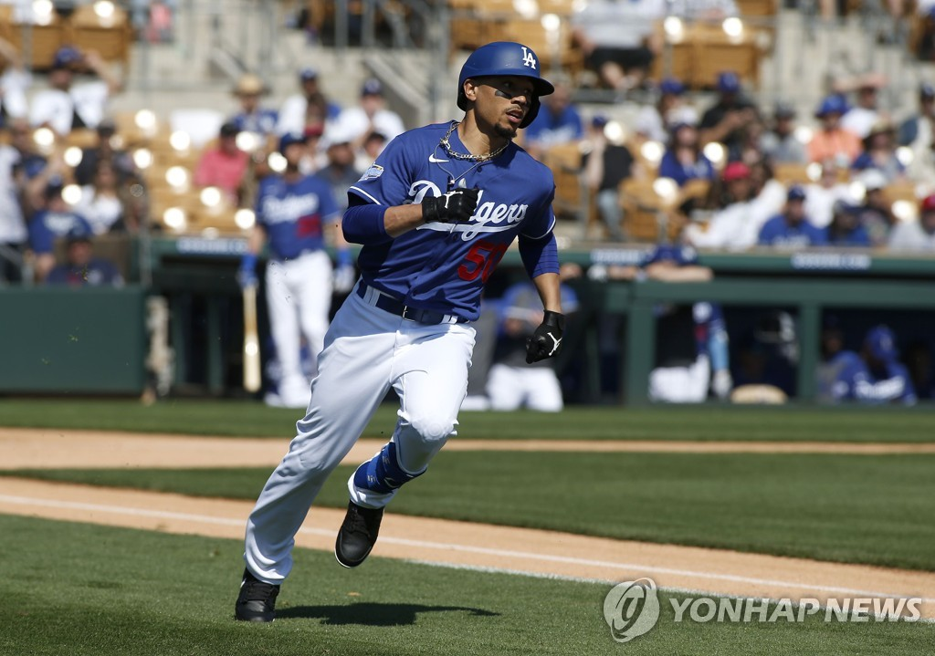 In this Getty Images file photo from Feb. 24, 2020, Mookie Betts of the Los Angeles Dodgers runs out a fly ball during a spring training game against the Chicago White Sox at Camelback Ranch in Glendale, Arizona. (Yonhap)