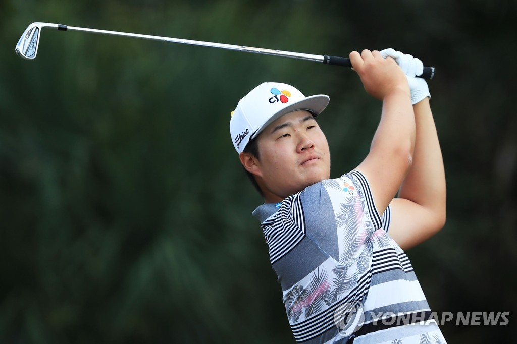 In this Getty Images photo, Im Sung-jae of South Korea tees off at the seventh hole during the final round of the Honda Classic at PGA National Resort and Spa Champion course in Palm Beach Gardens, Florida, on March 1, 2020. (Yonhap)
