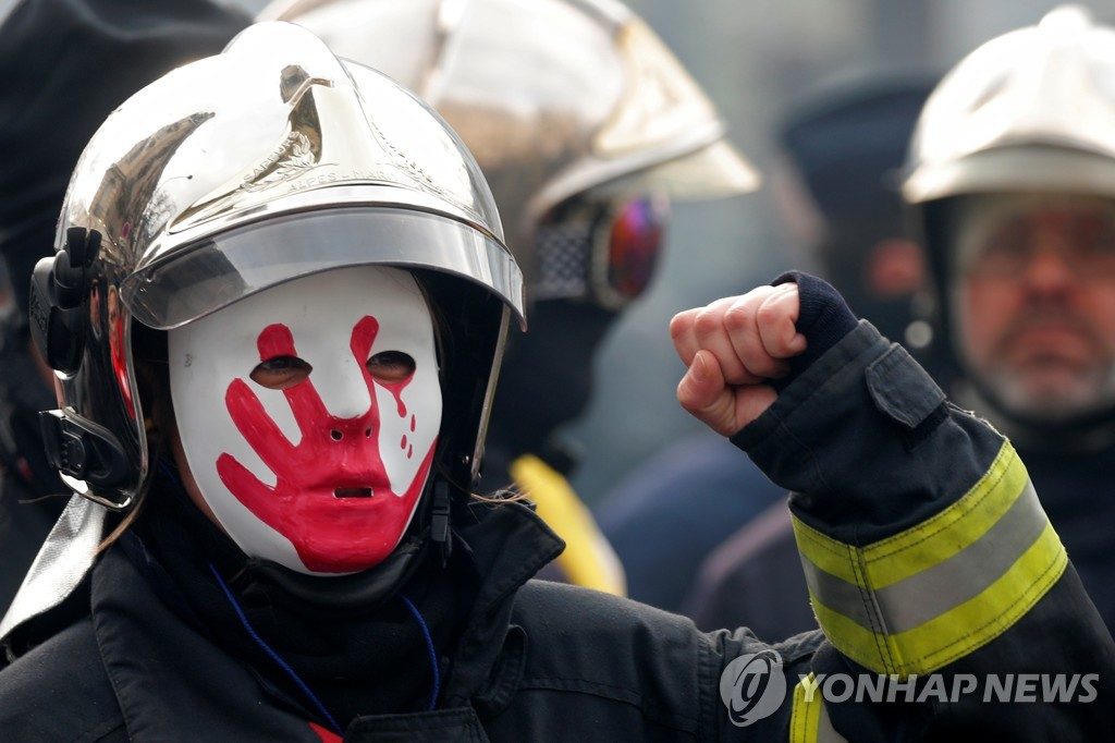 FRANCE-PROTESTS/FIREFIGHTERS