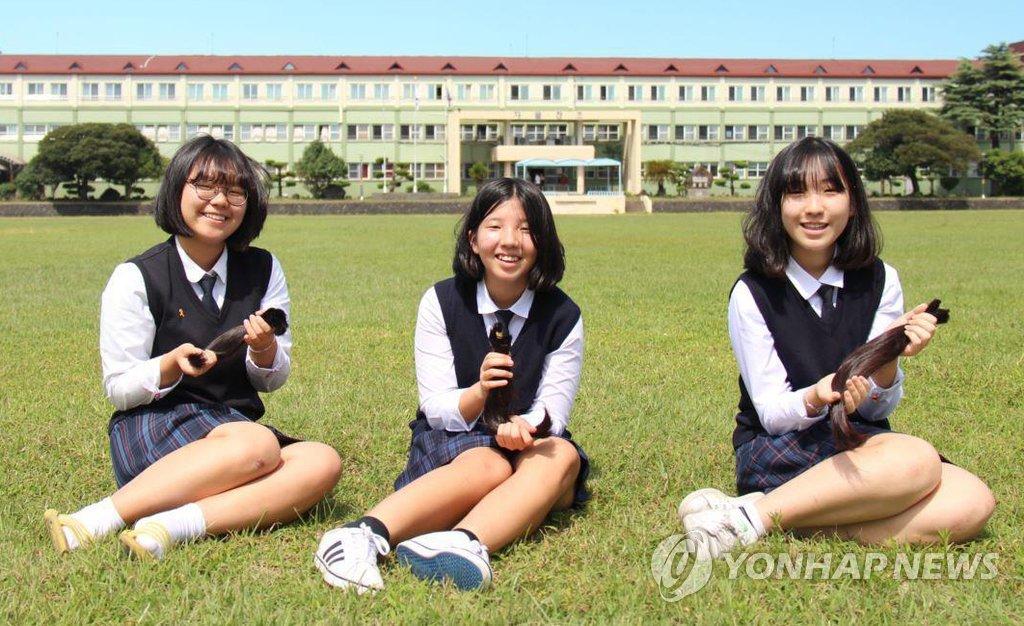 모발 기부한 제주 함덕중 여학생들
