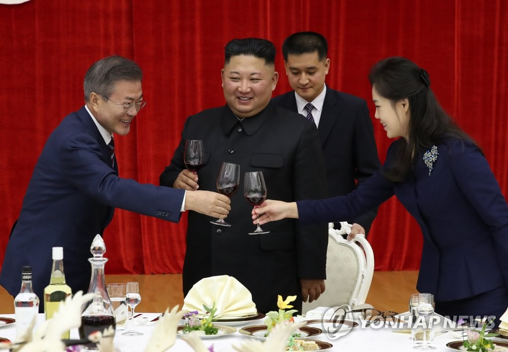 Moon, Kim vow efforts for peace, prosperity at official dinner