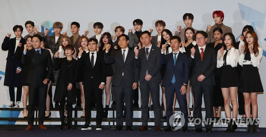 "Executives of South Korea's Cube Entertainment and Universal Music Japan, as well as K-pop artists managed by Cube, pose for photos during a ceremony to celebrate the launch of a joint record label ""U-Cube"" at a Seoul hotel on Nov. 23, 2018. (Yonhap)"