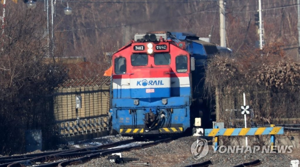 A KORAIL train enters South Korea's northernmost Dorasan Station in Paju, north of Seoul, on Dec. 18, 2018, after completing an 18-day inspection of the 400-kilometer railway between the North Korean cities of Kaesong and Sinuiju. (pool photo) (Yonhap)