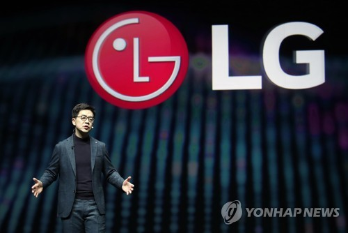 (LEAD) LG Electronics' Q4 operating profit dips 79.5 pct on mobile losses