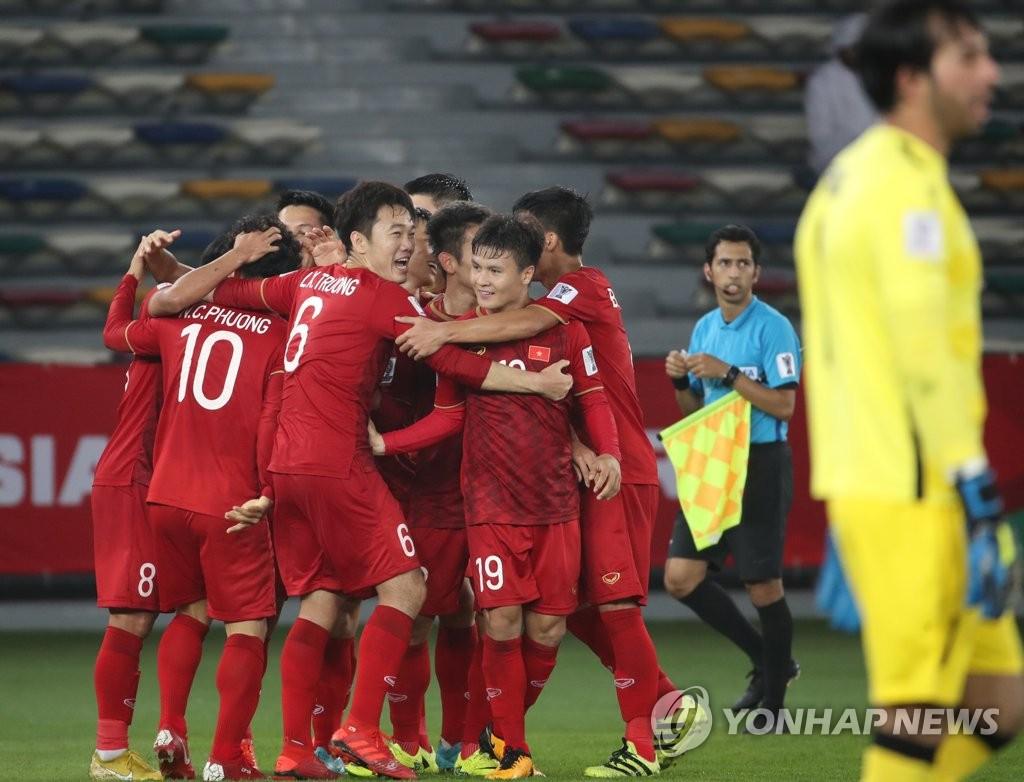 두번째 골에 기뻐하는 베트남