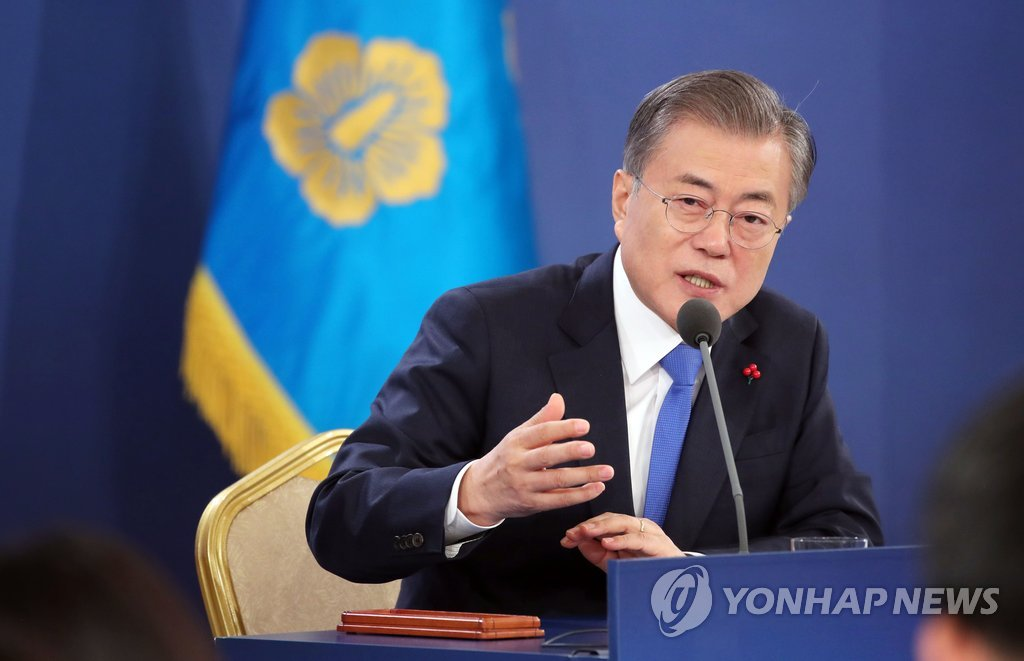 This photo, taken Jan. 10, 2019, shows President Moon Jae-in answering questions from reporters at a new year press conference at his office Cheong Wa Dae. (Yonhap)
