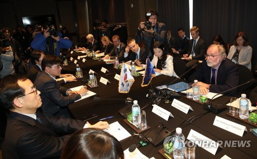 (LEAD) S. Korea, EU begin discussions over Seoul's ratification of ILO conventions