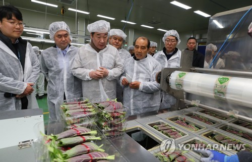 PM visits vegetable processing center