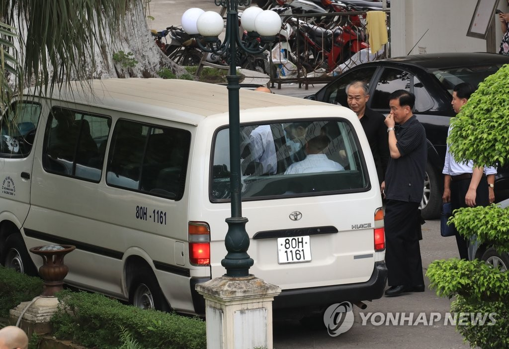 A van carrying a North Korean delegation leaves Vietnam's state guesthouse in Hanoi on Feb. 19, 2019. (Yonhap)
