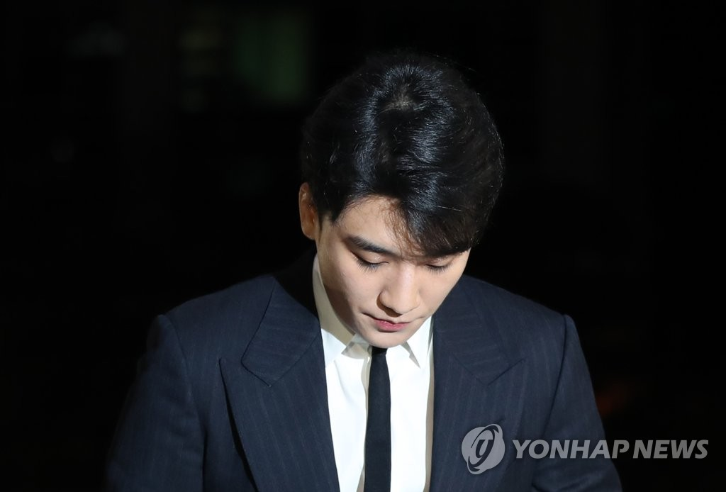 Seungri, a member of popular boy group BIGBANG, appears at the Seoul Metropolitan Police Agency on Feb. 27, 2019, to undergo questioning on suspicions that he circulated narcotics and attempted to buy sexual services for potential foreign investors. (Yonhap)