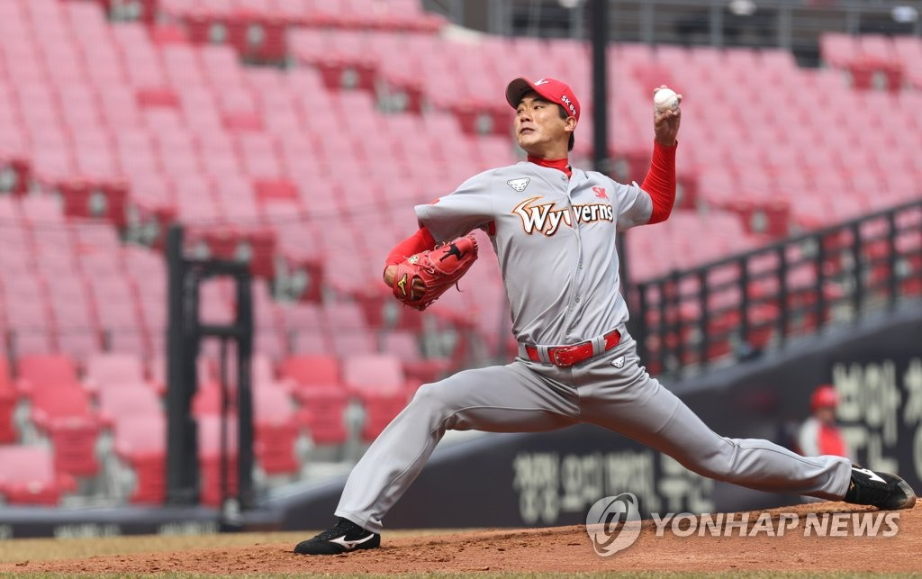 In this file photo from March 12, 2019, Kim Kwang-hyun of the SK Wyverns delivers a pitch against the Kia Tigers in a Korea Baseball Organization preseason game at Gwangju-Kia Champions Field in Gwangju, 330 kilometers south of Seoul. (Yonhap)