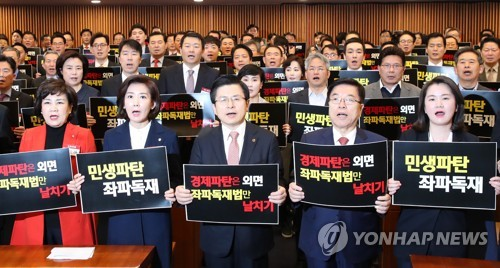 Main opposition puts up fight against election reform