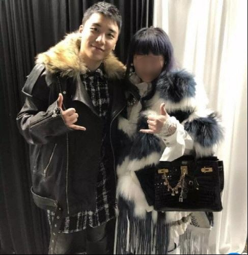 This photo is a capture from the Taiwanese Next Magazine showing Seungri (L) and a face-blurred Taiwanese businesswoman known to have invested in the nightclub Burning Sun. (Yonhap)