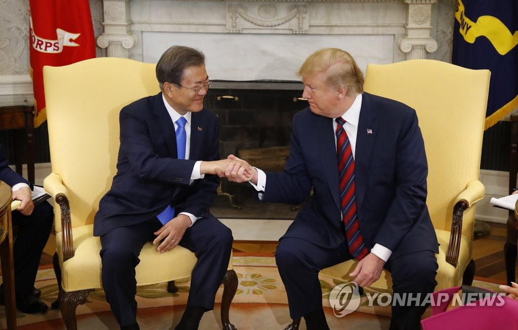 South Korean President Moon Jae-in (L) shakes hands with U.S. President Donald Trump during their meeting at the White House in Washington on April 11, 2019. (Yonhap)