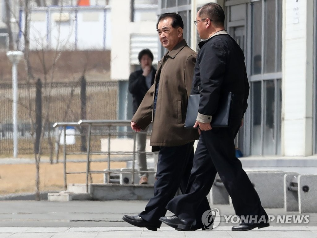 Kim Chang-son (L), the protocol chief for North Korean leader Kim Jong-un, walks to a vehicle at the Far Eastern Federal University in Vladivostok, Russia, on April 21, 2019, amid speculation that Pyongyang will hold a summit with Moscow in the port city. (Yonhap)