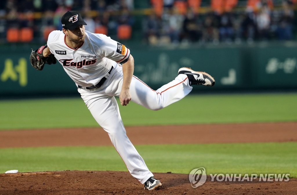 In this file photo from April 30, 2019, Chad Bell of the Hanwha Eagles pitches against the Doosan Bears in a Korea Baseball Organization regular season game at Hanwha Life Eagles Park in Daejeon, 160 kilometers south of Seoul. (Yonhap)
