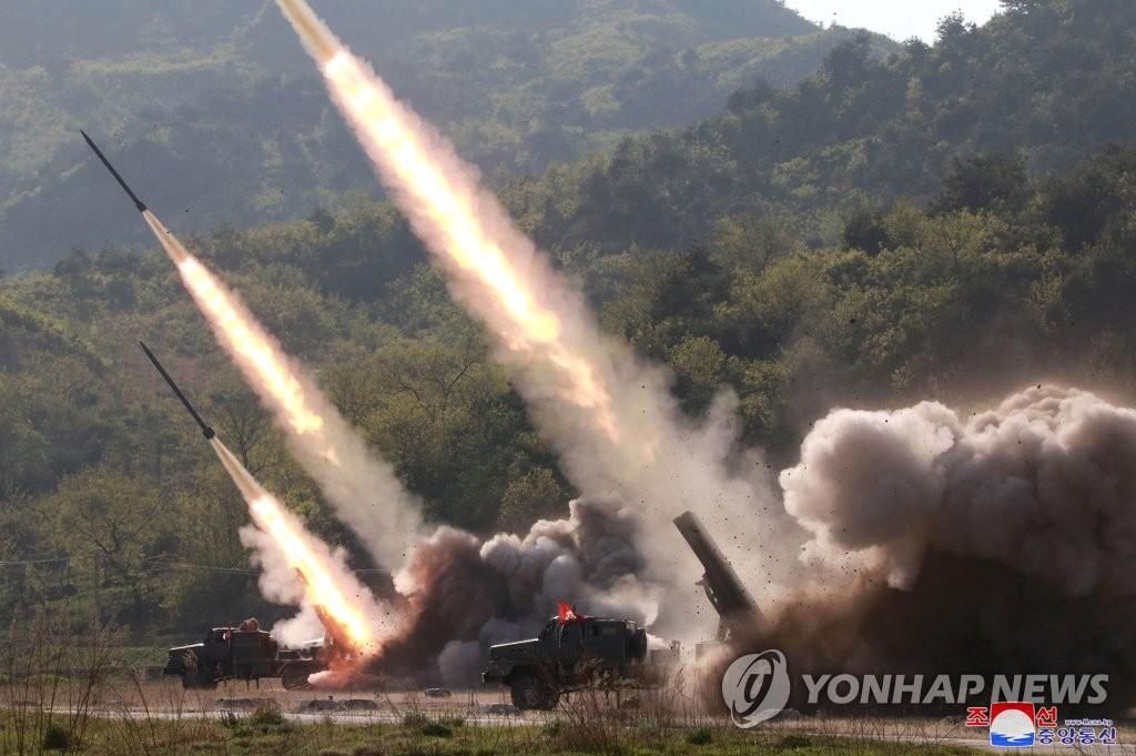 북한의 지난 5월 화력타격훈련 모습