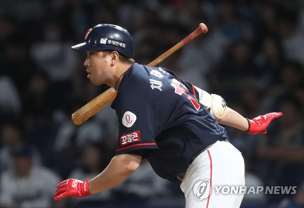 In this file photo from May 29, 2019, Chae Tae-in of the Lotte Giants gets a base hit against the NC Dinos in the top of the eighth inning of a Korea Baseball Organization regular season game at Changwon NC Park in Changwon, 400 kilometers southeast of Seoul. (Yonhap)