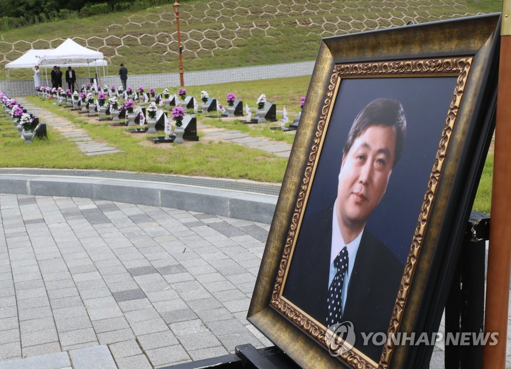 A funeral service was held at the National Cemetery for the May 18th Democratic Uprising on June 8, 2019, as late politician Kim Hong-il was laid to rest at the site in the southwestern city of Gwangju, some 300 km away from Seoul. (Yonhap)