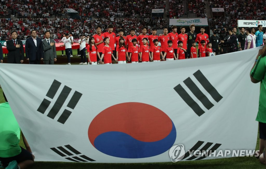 In this file photo from June 11, 2019, South Korean players stand for their national anthem before a men's football friendly match against Iran at Seoul World Cup Stadium in Seoul. (Yonhap)