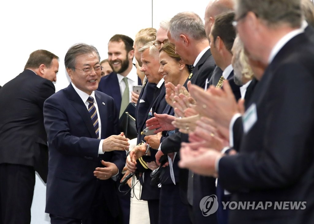 "South Korean President Moon Jae-in meets Swedish business leaders during a ""business summit"" at a Stockholm hotel on June 14, 2019. (Yonhap)"