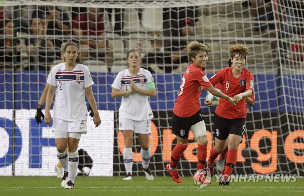 In this Associated Press file photo from June 17, 2019, Yeo Min-ji of South Korea (2nd from R) celebrates her goal against Norway with teammate Moon Mi-ra their Group A match at the FIFA Women's World Cup at Stade Auguste-Delaune in Reims, France. (Yonhap)