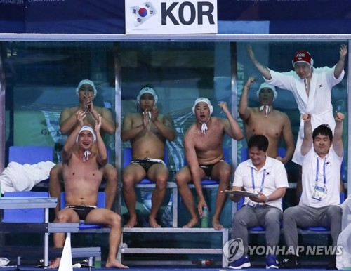 S. Korean players, coaches cheer goal