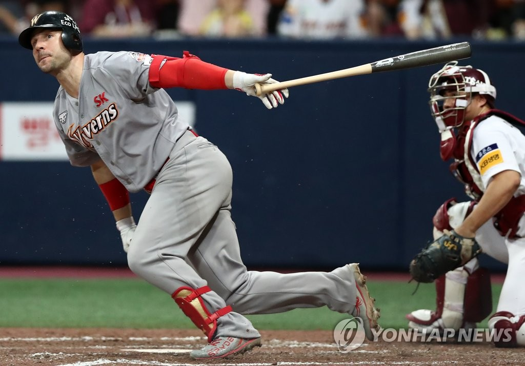 In this file photo from Aug. 8, 2019, Jamie Romak of the SK Wyverns hits a single against the Kiwoom Heroes in the top of the fourth inning of a Korea Baseball Organization regular season game at Gocheok Sky Dome in Seoul. (Yonhap)