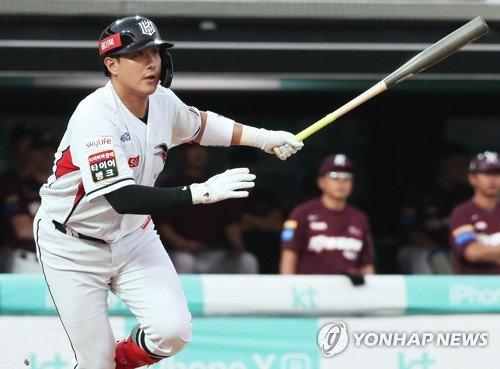 KT Wiz infielder singles in game with Kiwoom Heroes