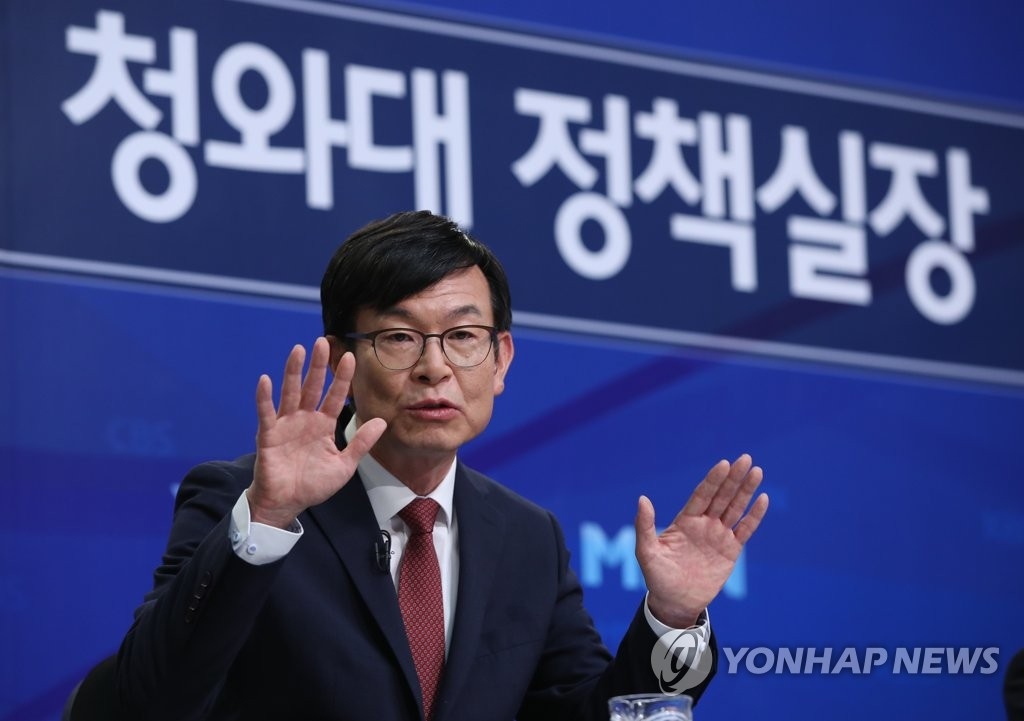 Kim Sang-jo, Cheong Wa Dae chief of staff for policy, speaks at a Seoul forum, hosted by an association of TV journalists, on Aug. 21, 2019. (Yonhap)