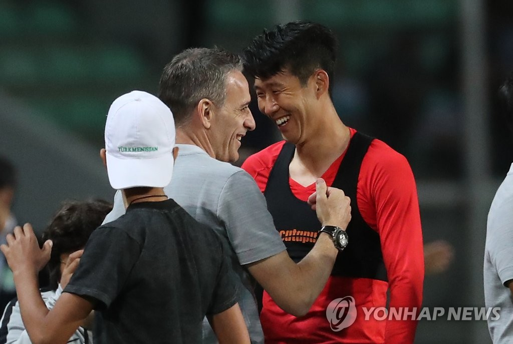 Paulo Bento (C), head coach of the South Korean men's national football team, share a laugh with his captain, Son Heung-min (R), following South Korea's 2-0 win over Turkmenistan in the teams' Group H match in the second round of the Asian qualification for the 2022 FIFA World Cup at Kopetdag Stadium in Ashgabat, Turkmenistan, on Sept. 10, 2019. (Yonhap)