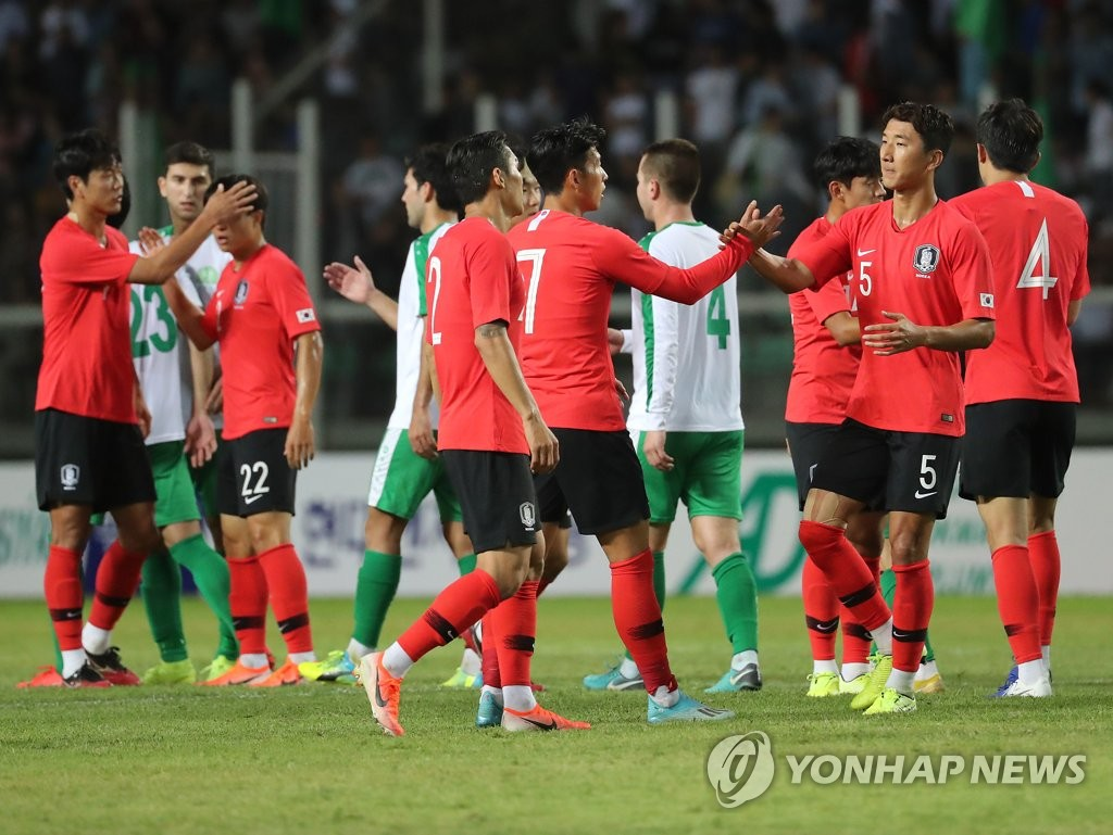 South Korean players (in red shirts) celebrate their 2-0 victory over Turkmenistan in the teams' Group H match in the second round of the Asian qualification for the 2022 FIFA World Cup at Kopetdag Stadium in Ashgabat, Turkmenistan, on Sept. 10, 2019. (Yonhap)
