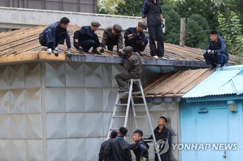 Repairing building at Panmunjom