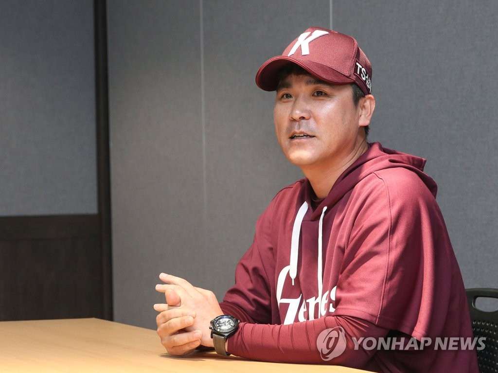 Kiwoom Heroes manager Jang Jung-suk speaks to reporters before Game 1 of the first-round Korea Baseball Organization playoff series against the LG Twins at Gocheok Sky Dome in Seoul on Oct. 6, 2019. (Yonhap)