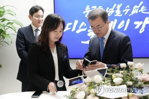 3rd LD) Moon vows 'bold' gov't support for new-generation display sector    Yonhap News Agency