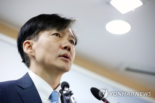 (LEAD) Justice Minister Cho Kuk offers to resign