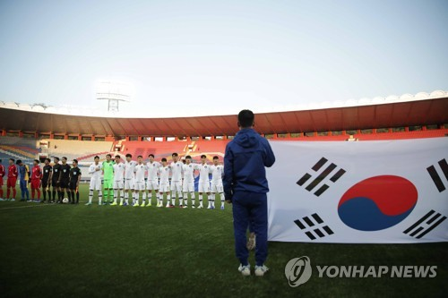 (LEAD) Swedish diplomat offers glimpse into crowdless 'Korean Derby' in World Cup qualifying