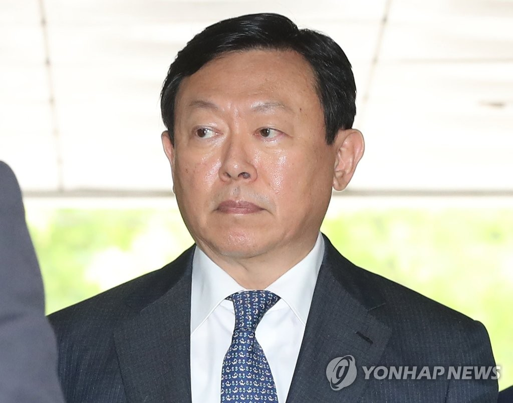 This file photo shows Lotte Group chief Shin Dong-bin. (Yonhap)