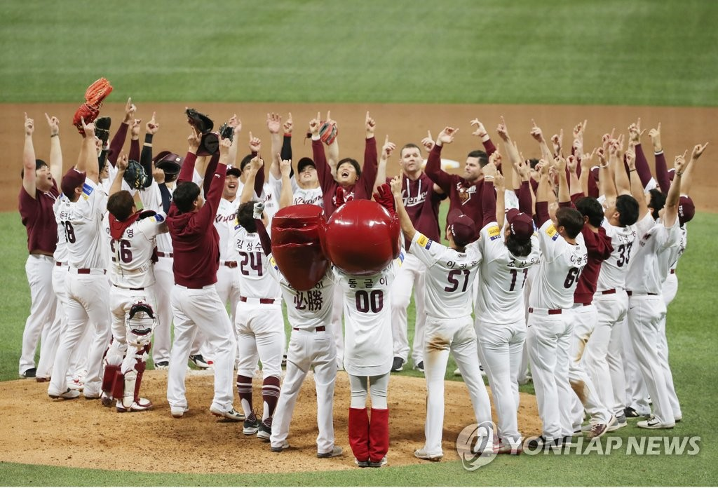 Members of the Kiwoom Heroes celebrate their advancing to the Korean Series following their 10-1 victory over the SK Wyverns in Game 3 of the second round Korea Baseball Organization playoff series at Gocheok Sky Dome in Seoul on Oct. 17, 2019. (Yonhap)