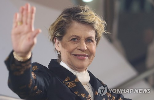 Linda Hamilton in S. Korea