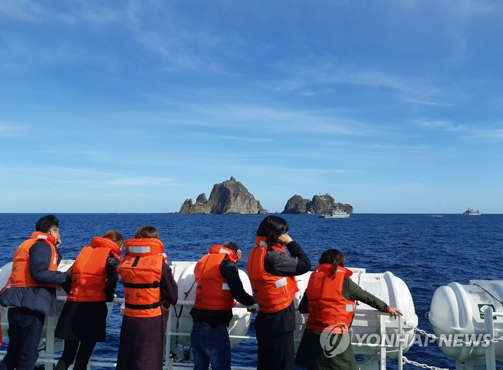 Families of the people who were aboard the crashed chopper monitor ongoing search operations on waters near Dokdo on Nov. 2, 2019. (Yonhap)