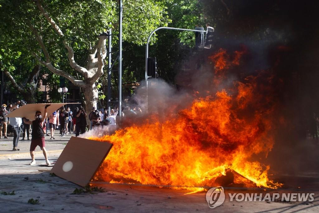 시위대ㆍ경찰 충돌한 칠레 산티아고