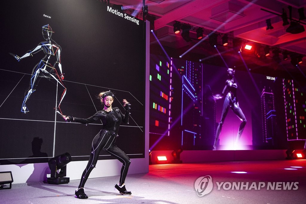 "This photo, provided by SK Telecom Co., shows a virtual reality-based performance using 5G technology, named ""5GX K-pop performance,"" held during a summit banquet on Nov. 25, 2019. (PHOTO NOT FOR SALE) (Yonhap)"