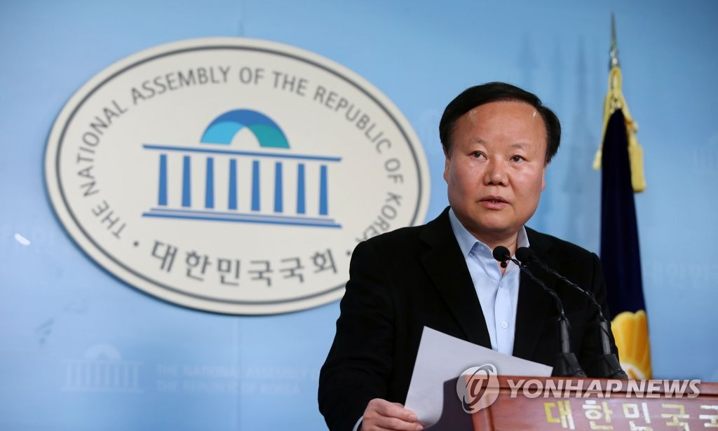 Rep. Kim Jae-won, the policy chief of the main opposition Liberty Korea Party, holds a press conference at the National Assembly on Dec. 24, 2019. (Yonhap)