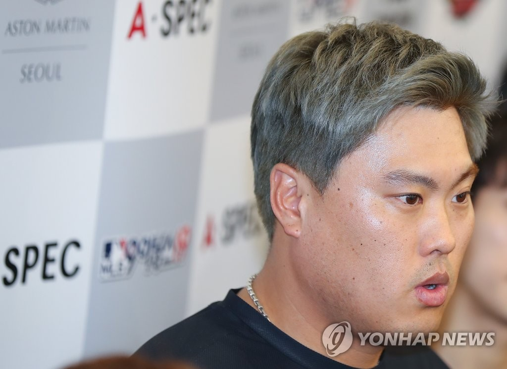 Ryu Hyun-jin, South Korean pitcher for the Toronto Blue Jays, speaks to reporters at Incheon International Airport in Incheon, just west of Seoul, on Dec. 30, 2019. (Yonhap)