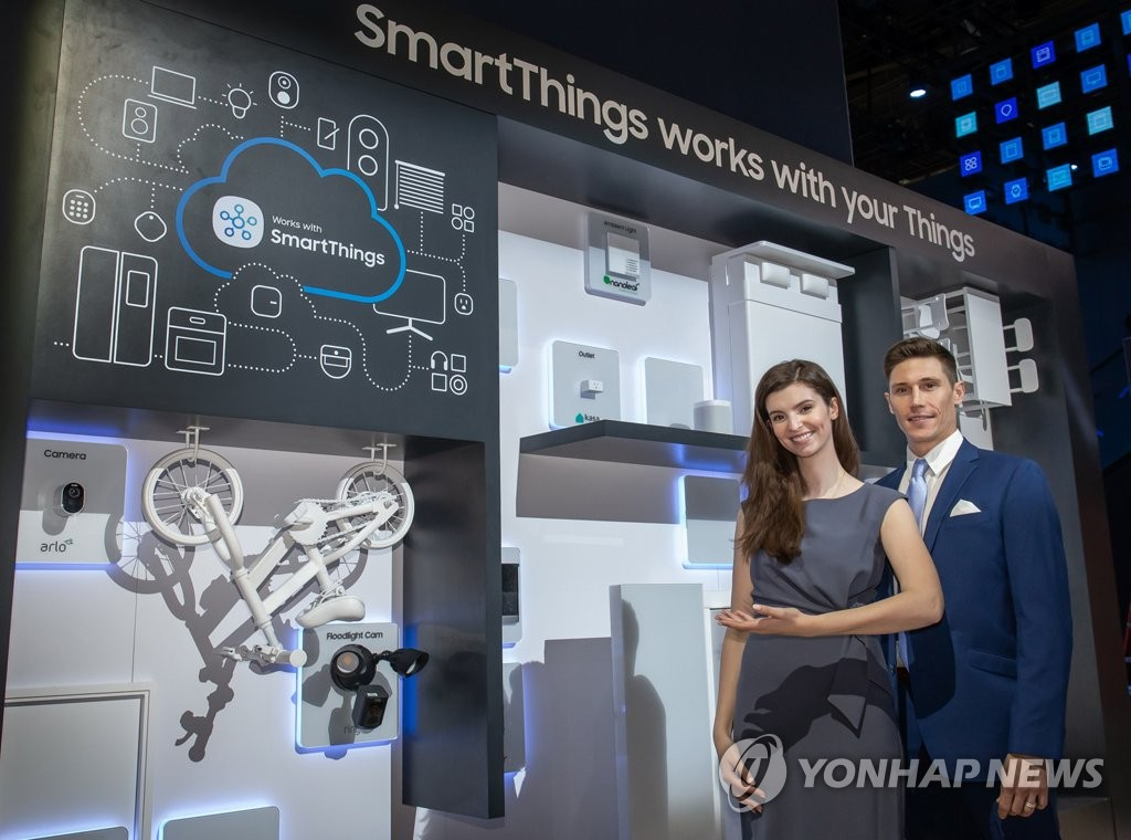 In this photo provided by Samsung Electronics Co. on Jan. 6, 2020, Samsung's SmartThings Internet of Things (IoT) solutions are on display at the company's booth at the Consumer Electronics Show (CES) 2020 in Las Vegas, Nevada. (PHOTO NOT FOR SALE) (Yonhap)
