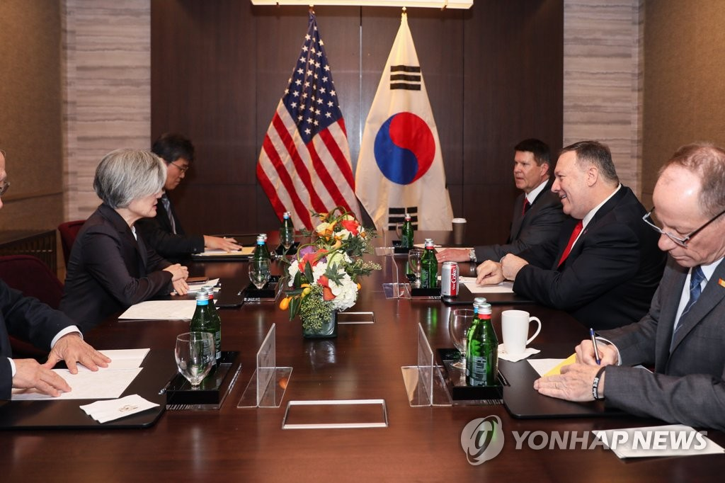 South Korean Foreign Minister Kang Kyung-wha (2nd from L) holds talks with U.S. Secretary of State Mike Pompeo (2nd from R) at the Four Seasons Hotel Silicon Valley in Palo Alto near San Francisco on Jan. 14, 2020, in this photo provided by Kang's ministry. (PHOTO NOT FOR SALE) (Yonhap)