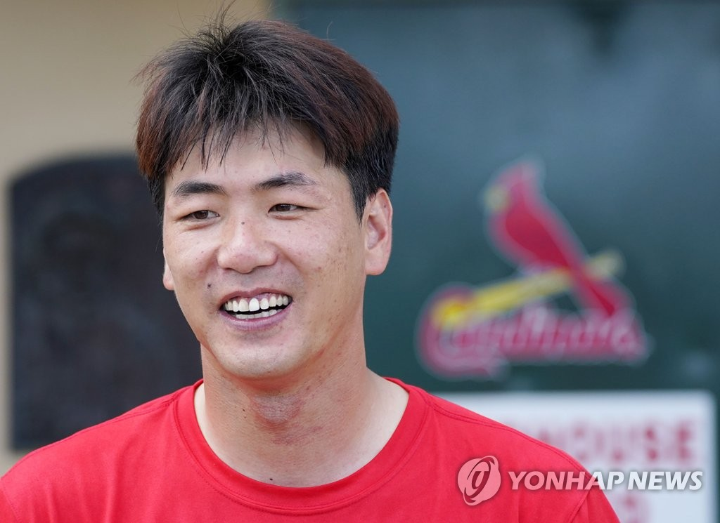 Kim Kwang-hyun of the St. Louis Cardinals speaks with South Korean reporters during the club's training camp at Roger Dean Chevrolet Stadium in Jupiter, Florida, on Feb. 11, 2020. (Yonhap)