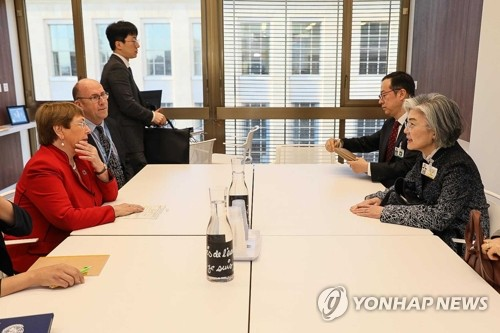 S Korean FM meets UN human rights commissioner